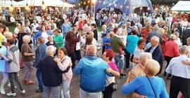 Potańcówki Miejskie dla Seniorów wracają na świeże powietrze. Najbliższa już w tą sobotę